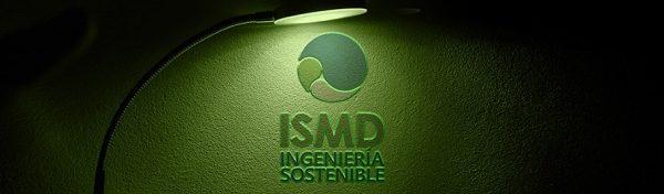 Logo ISMD bajo luz verde